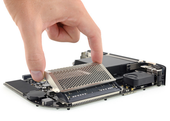 ram cage being removed from a 2018 mac mini